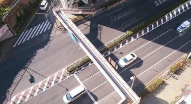 ドローンを道路で飛ばすには?道路交通法の規制を解説